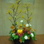 ハロウィン、第2弾です。(花)トルコききょう、スプレー菊、カーネーション(枝)カンガルーポー(葉物)ファガス、木苺、レザーファン