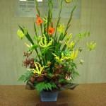 (花)グラジオラス、グロリオーサ、ダリア(葉物)ヒペリカム、レザーファン