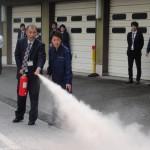 消火器を実際使用して、消火訓練を行いました。
