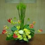 (花)シンピジューム、グロリオーサ、バラ、スプレーバラ(葉物)モンテラス、ゴットセファナ