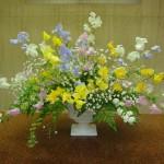 (枝)こでまり(花)スイートピー、ピンク・オレンジ・イエロー・ホワイト・紫(葉物)レザーファン