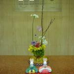 お雛さま、第2弾です。(枝)桃、(花)菜の花、コクンー、リューココリーネ、バラ、スプレーバラ