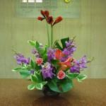 (花)アマリリス、アンスリューム、モカラ、スプレーカーネーション(葉物)ナルコラン、モンステラ、レザーファン