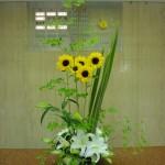 (花)ひまわり、ゆり(枝)どうだんつつじ(葉物)ニューサイ、ゴットセファナ