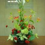 (花)鉄砲ゆり、グロリオーサ、スプレーカーネーション、ビラミッドあじさい(葉物)モンステラ、ゴットセファナ