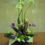 (花)オーニソガラム、ミニちょうちん、グズマニア、てまり草(葉物)ドラセナ、ゴットセファナ