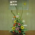 (花)ゆり、ひまわり(葉物)サンデリアーナ(枝)石化柳、花ナス