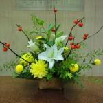 (花)ゆり(プレミアムブロンド)、ダリア(星の王子)、ピンポン菊(葉物)星斑ハラン、レザーファン(枝)雪柳、花ナス(レッドピンポン)