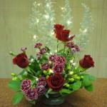 アドベント第4週です。[花]バラ(サムライ)、スプレーカーネーション(パルパトス)、[葉物]コチア、ヒペリカム(ココバンブー)、レモンリーフ