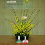ひな祭り第1弾です。[枝]桃、[花]アマリリス、オンシジューム[葉]レザーファン、アオキ