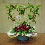 バレンタインです。[花]バラ(サムライ)、(ルビーレッド)、スプレーバラ(湘南キャンディレッド)、ホワイトレースフラワー、[葉]丸葉ルスカス
