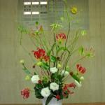 [花]グロリオーサ(ミサトレッド)、トルコききょう(ボレロフレア)、千日紅、[枝]雲竜柳、[葉]ドラセナ、ハラン