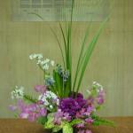 春爛漫です。[花]ヒヤシンス(ジェネラルコーラー)、コワニー、カーネーション、スィートピー(ハッピー)、[葉]オクラレルカ、玉シダ、ゴットセファナ