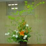 [花]すかしゆり(エスプリ)、トルコききょう(ボレロホワイト)、[葉]ゴットセファナ、ギボウシ、[枝]どうだんつつじ