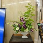 [花]デンファーレ(ソニア)、トルコききょう(ボヤージュグリーン)、てまり草、[葉]サンデリアーナ(ビクトリー)、[枝]木苺